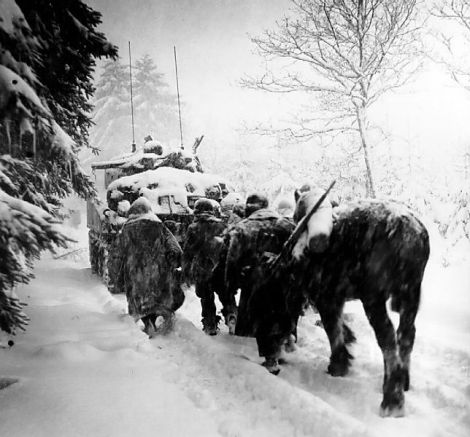 644px-troops_advance_in_a_snowstorm